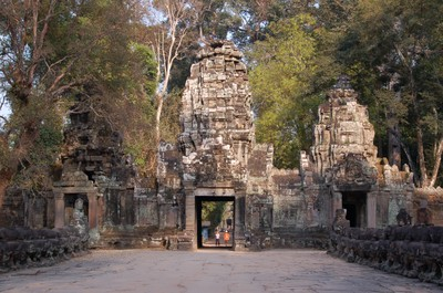 Preah_kahn_entrance_even_closer