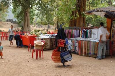 Roadside_stall_angkor_thom