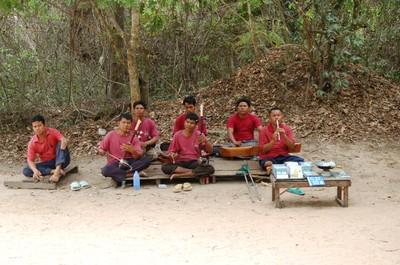 Ta_prohm_khmer_musicians_landmine_v