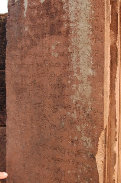 Banteay_srei_ancient_writing_2