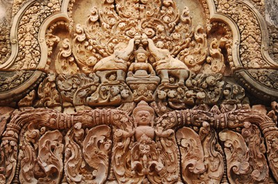 Banteay_srei_intricate_carvings_in_