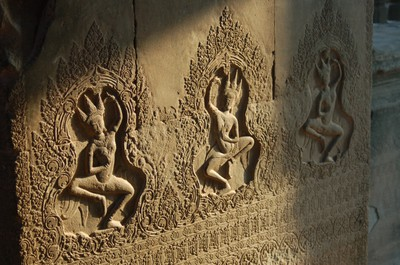 Angkor_wat_apsaras_in_the_early_mor