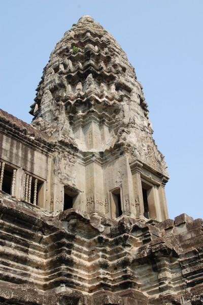 Angkor_wat_upper_tower