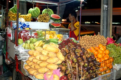 Bangkok_pavement_fruits