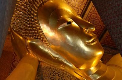 Bangkok_reclining_buddha_face
