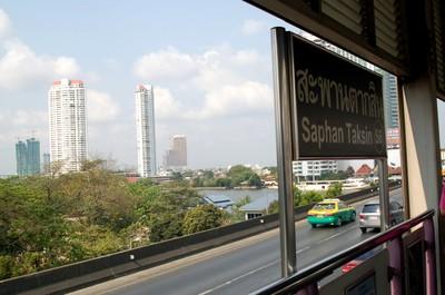 Bangkok_saphan_taksin
